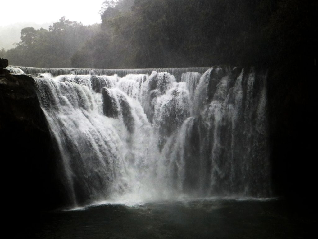 Shifen Waterfall Taiwan (1)